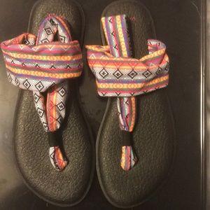Sanuk bright design sandals 11m.